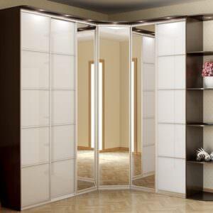 угловой шкаф купе с зеркальными дверьми