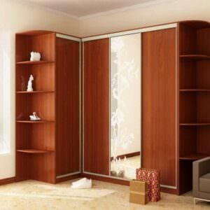 угловой коричневый шкаф купе