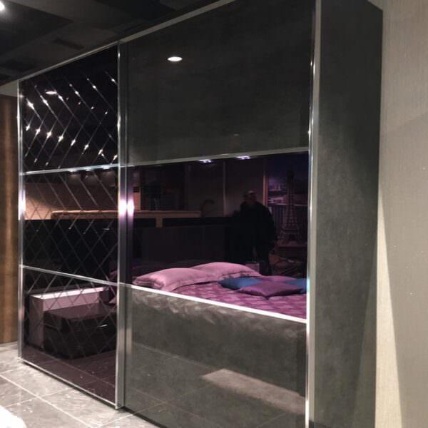 Современный шкаф-купе в спальню