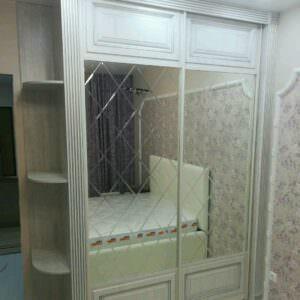 Встроенный классический шкаф-купе