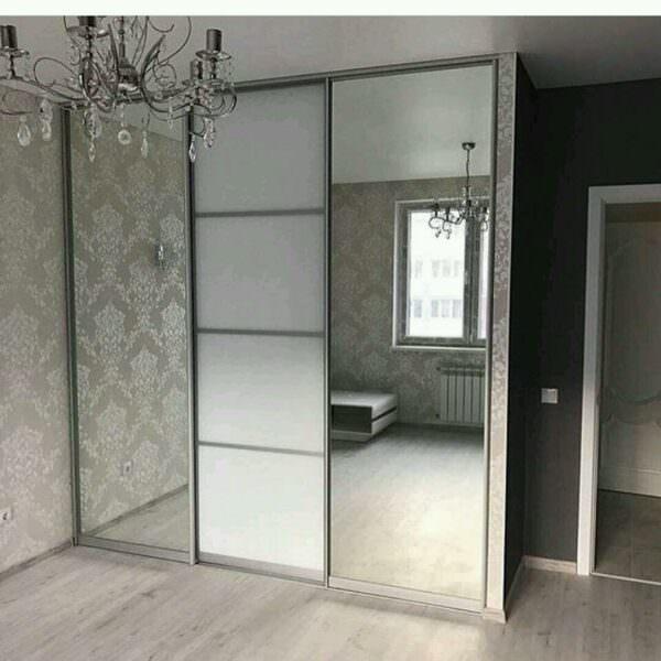 Встроенный шкаф-купе с зеркалом